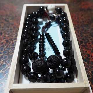 Ebony (largest bead: agate)